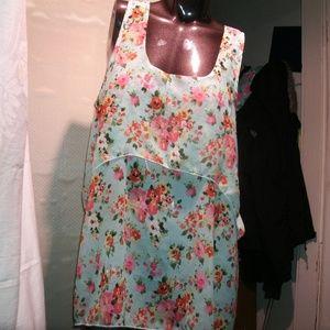 #578 NWT Mint Floral Slvlss Mlti-Lyrd Lght Wgt Top